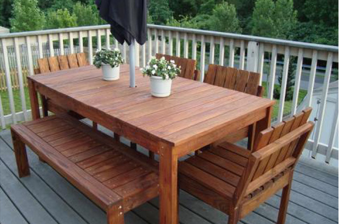 DIY patio table! Isn't this amazing?
