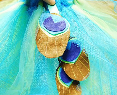 Make a peacock tutu!! Tutorial on andreasnotebook.com