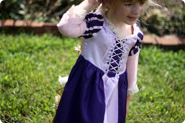 Diy Rapunzel Dress Tutorial Andrea S Notebook  sc 1 st  DIY C&bellandkellarteam & Rapunzel Costume Teenager Diy - DIY Campbellandkellarteam