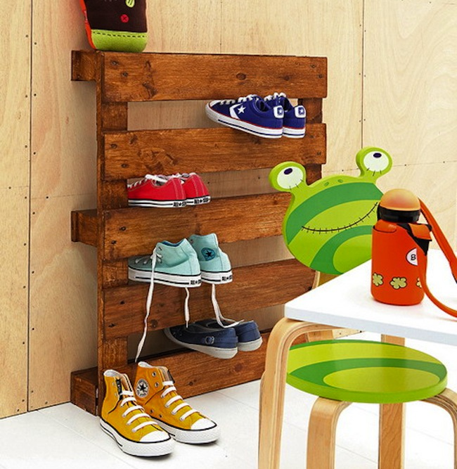 Easy pallet shoe shelf
