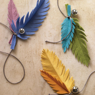 Make a feather cat toy