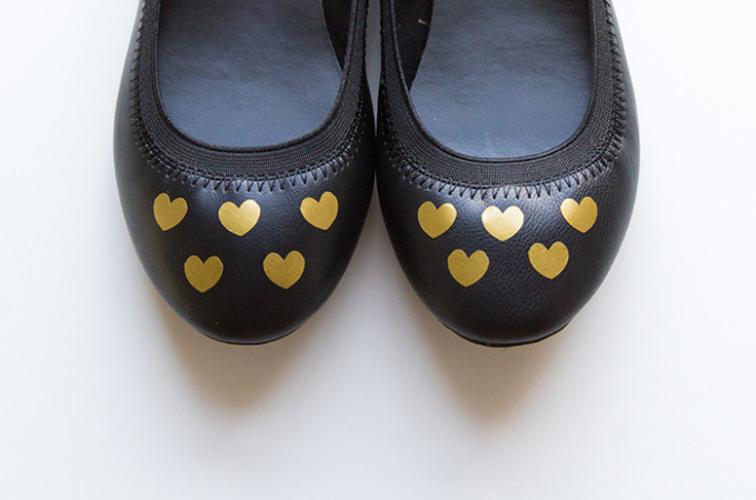 Easy DIY hearts for shoes - AndreasNotebook.com