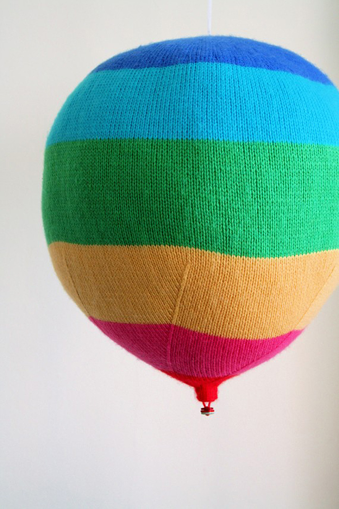 Knitted hot air balloons -great pattern!