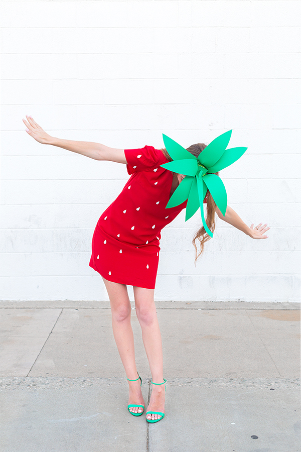 Simple Strawberry costume tutorial - NO SEW