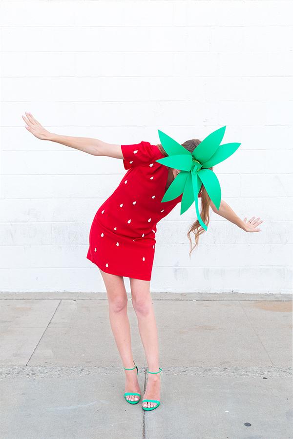 Simple Strawberry costume tutorial - NO SEW