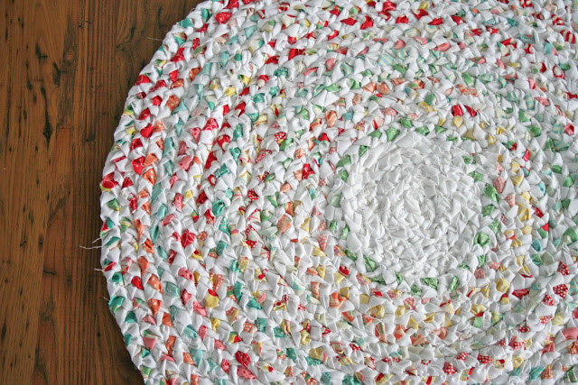 DIY braided rag rug tutorial! So simple!