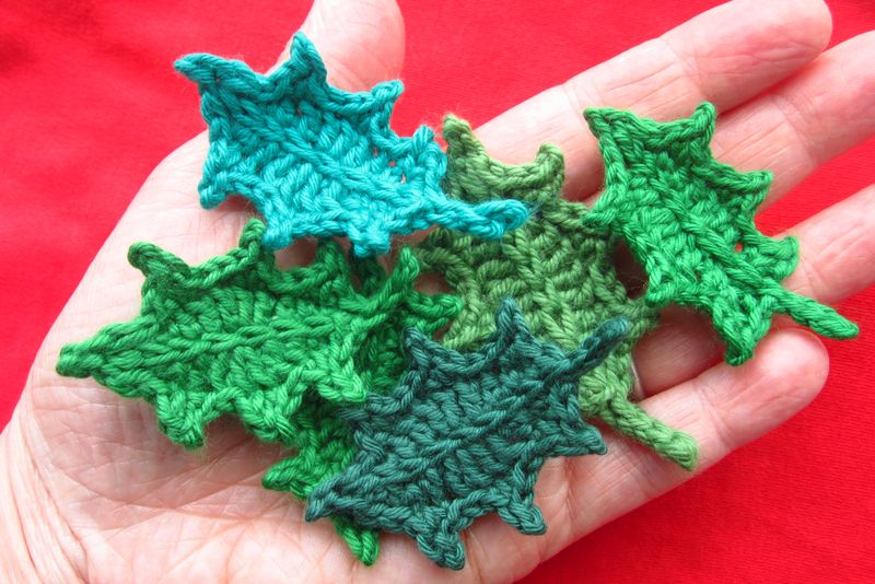 Crochet holly leaves tutorial