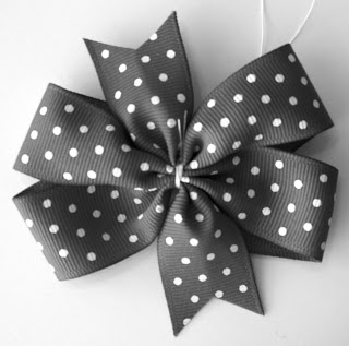 Pinwheel bow tutorial couldn't be easier!