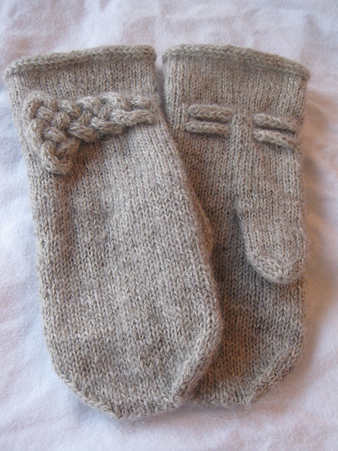 Adorable FREE mittens pattern