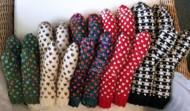 Adorable little heart mittens pattern