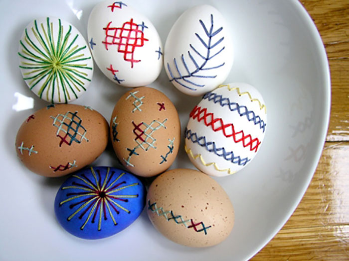 Stitched eggs - DIY