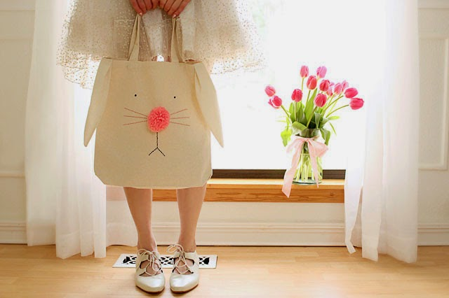 Big tote bag with hand embroidered bunny face