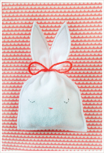Felt bunny treat pouch with sweet face