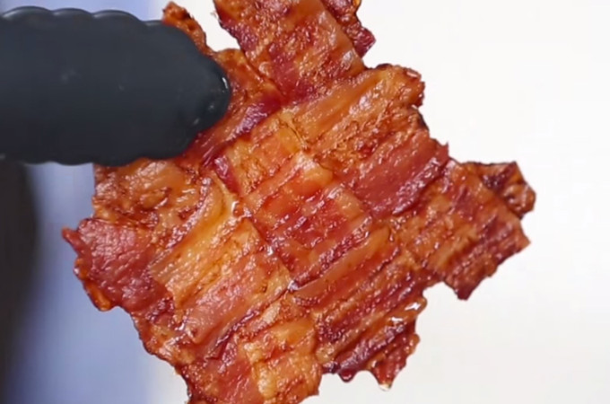 VIDEO: How to make a bacon weave