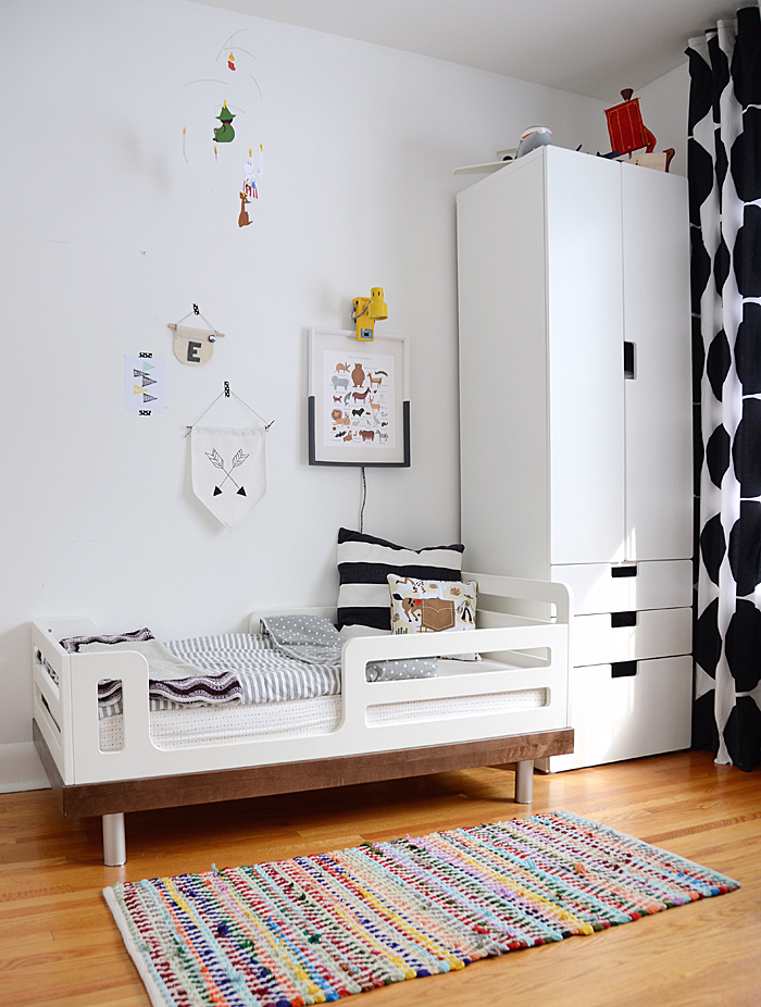 black and white modern toddler bedroom