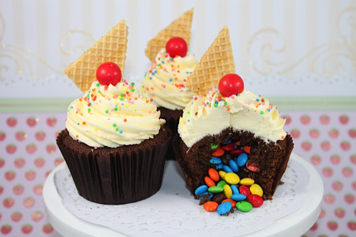 How to make  surprise cupcakes