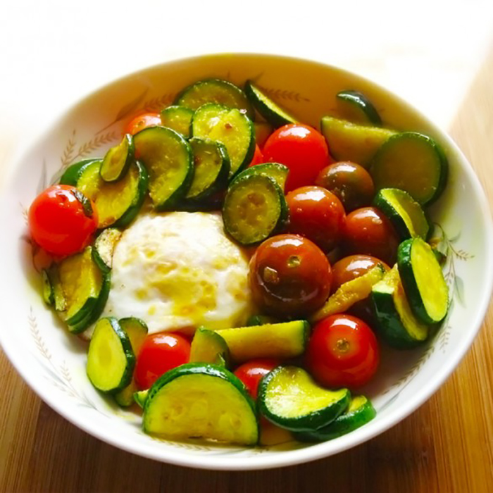 Zucchini and tomato breakfast scramble