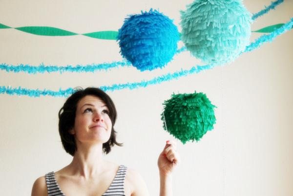 Adorable paper lanterns that release confetti