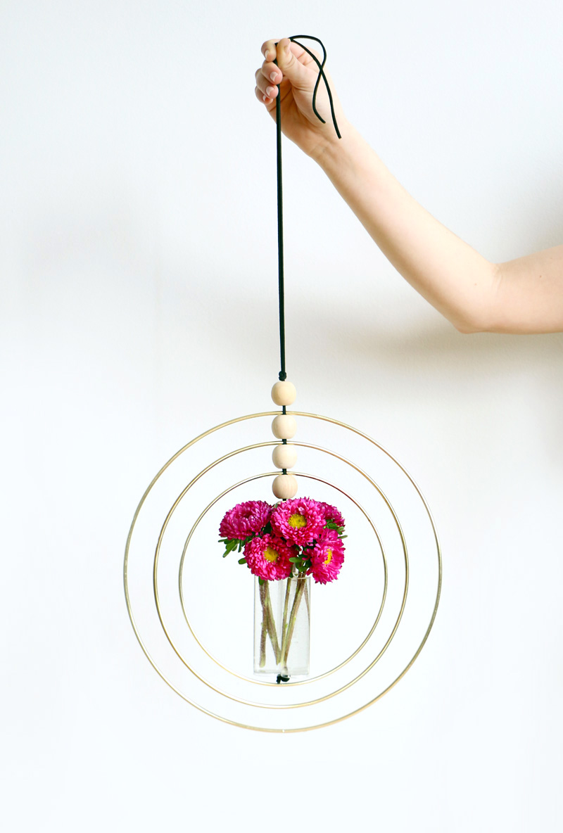 DIY hanging bud vase holder