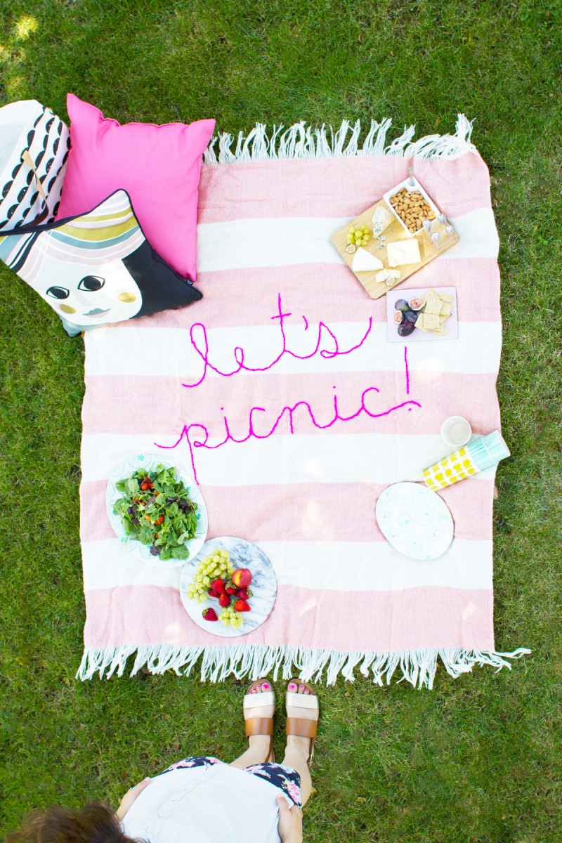 diy-giant-embroidery-picnic-blanket1-800x1200