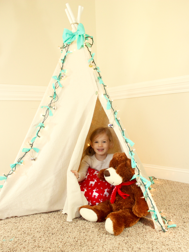 diy teepee for christmas. Black Bedroom Furniture Sets. Home Design Ideas