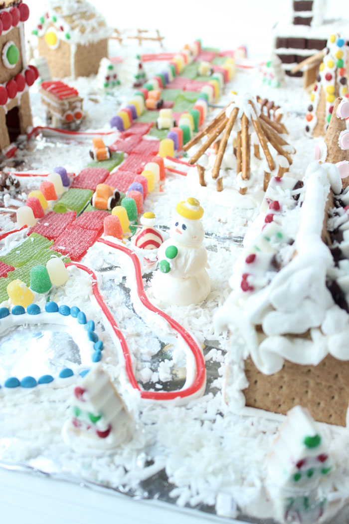 16 Fun Gingerbread House Tutorials and Ideas