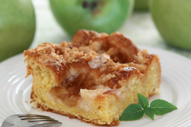 Slow Cooker Apple Pie Coffee Cake Recipe