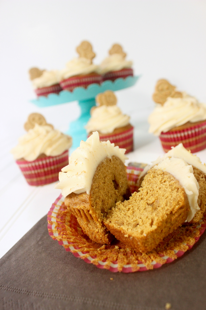 Gingerbread Cupcakes Recipe YUM - AndreasNotebook.com