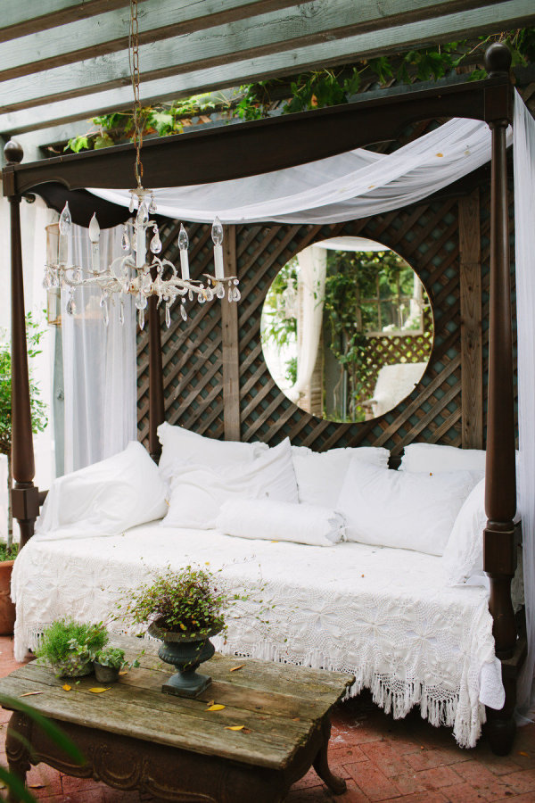DIY Outdoor Bed & 14 Outdoor Beds Perfect for Summer Naps