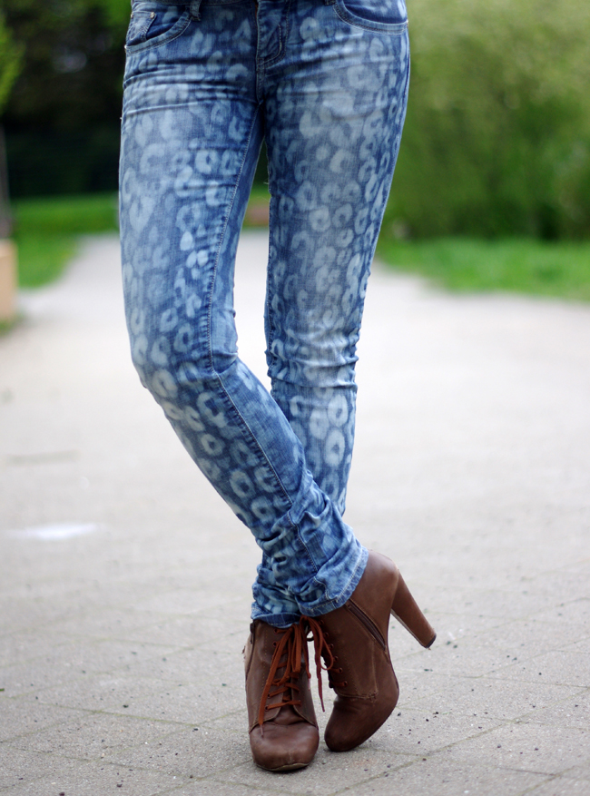 Use a bleach pen to refashion your jeans