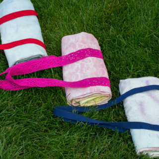Make a Carry Along Picnic Blanket for Summer Picnicking