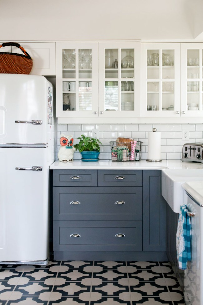 Two toned kitchen cabinet trend for Blue gray kitchen cabinets